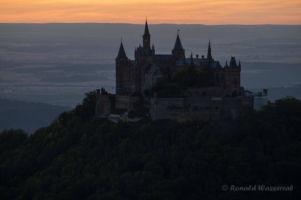 Burg Hohenzollern nach Sonnenuntergang