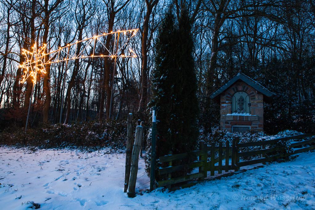 Der Stern von Bethlehem am Bildstock in Gey