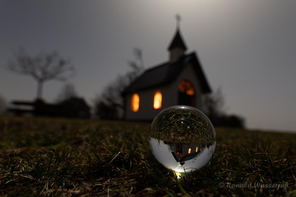 Kottenborner Kapelle in der Glaskugel
