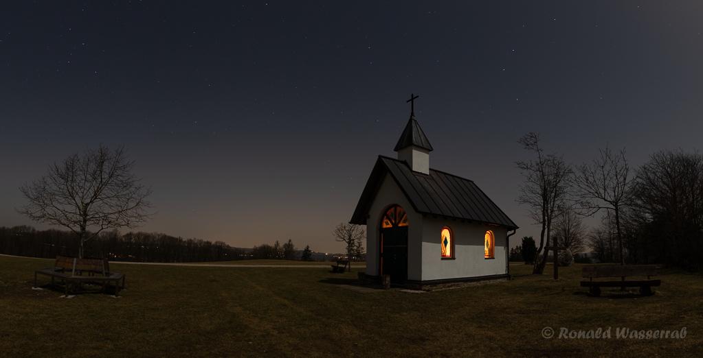 Nacht über der Kottenborner Kapelle