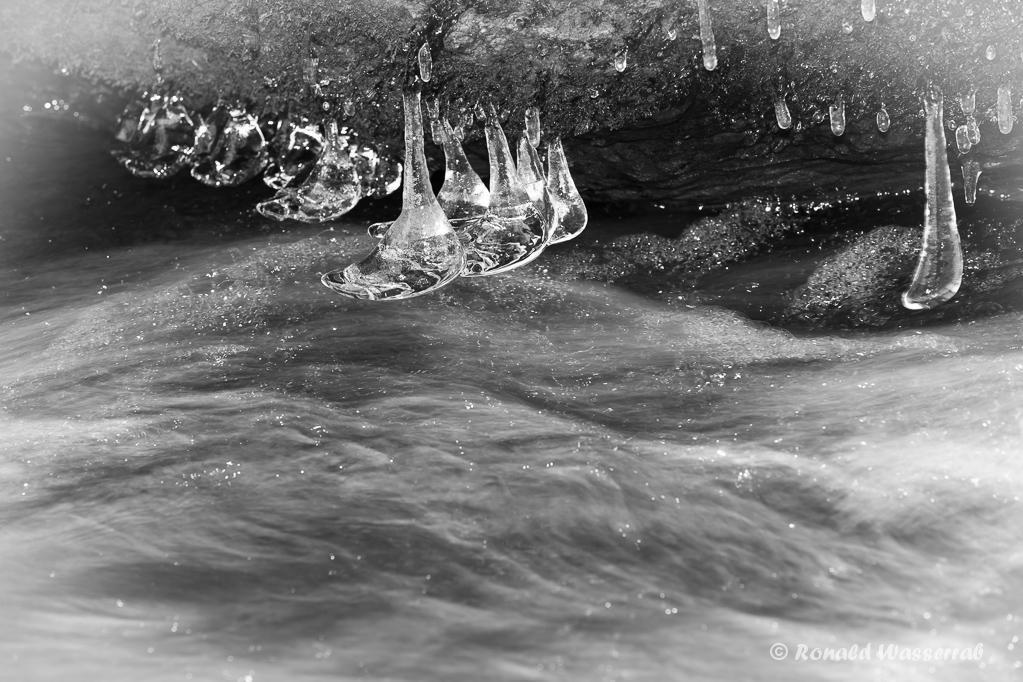 Eisgebilde in der Kall
