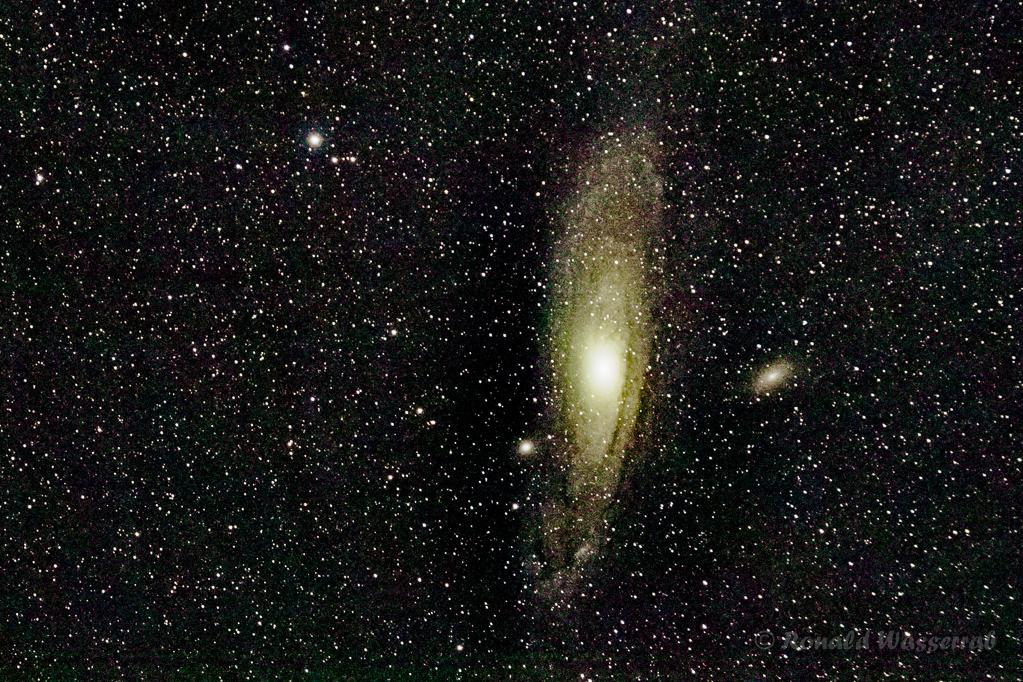 Andromeda-Galaxie (M31 / NGC 224) -  - 200mm Brennweite an Crop-Kamera = 320mm, Blende 2.8, ISO 6400, 173 Fotos à 1,0 Sekunden Belichtungszeit