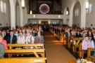 Die Festgemeinde vor der Messe