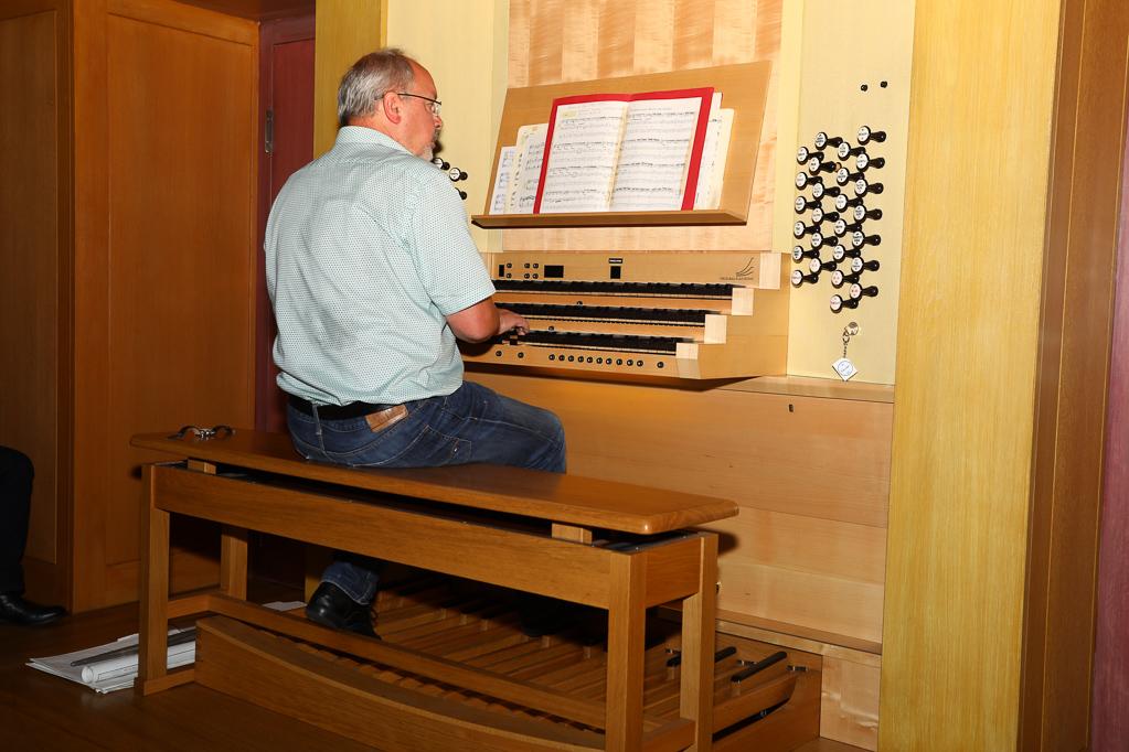 Andreas Cavelius an der Klais-Orgel 2260