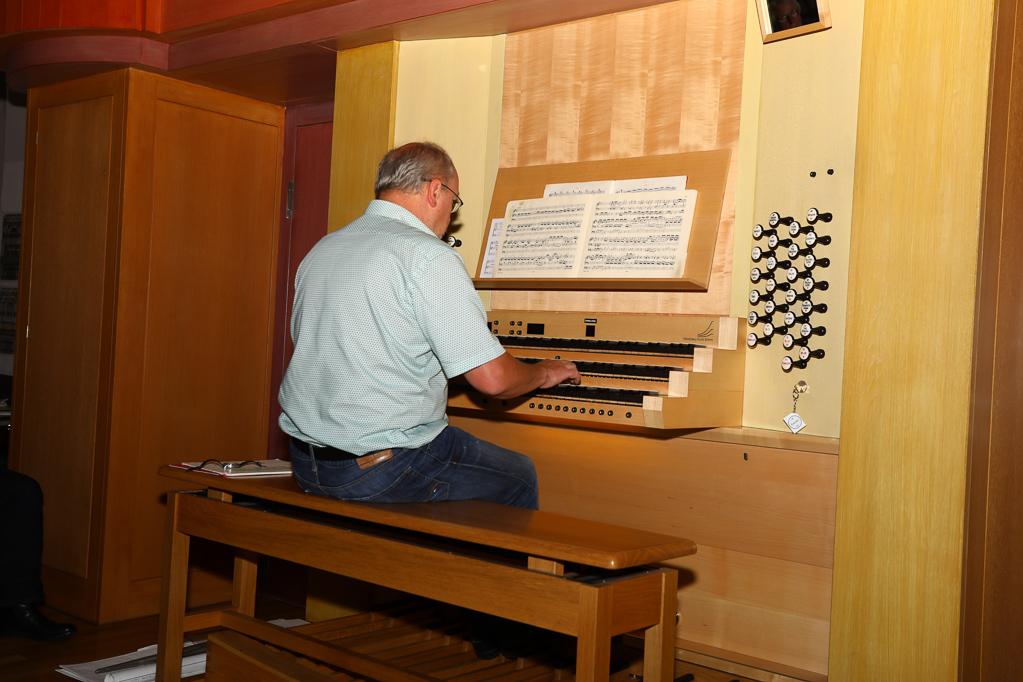 Andreas Cavelius an der Klais-Orgel 2261
