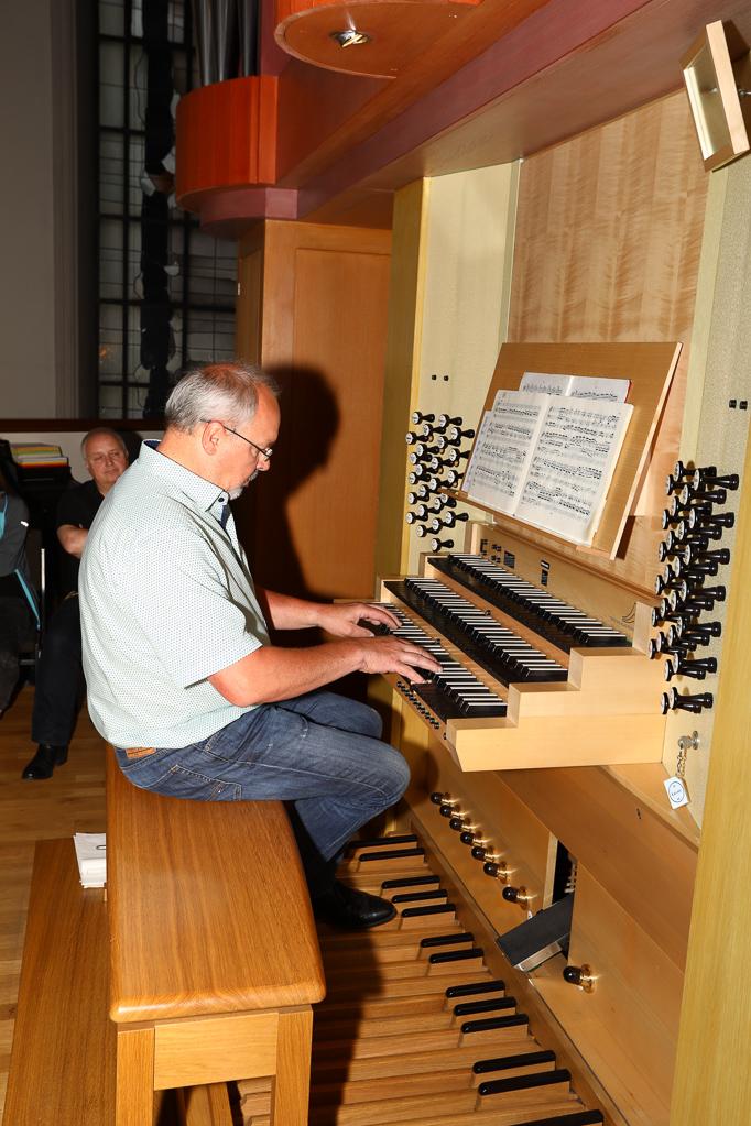 Andreas Cavelius an der Klais-Orgel 2262