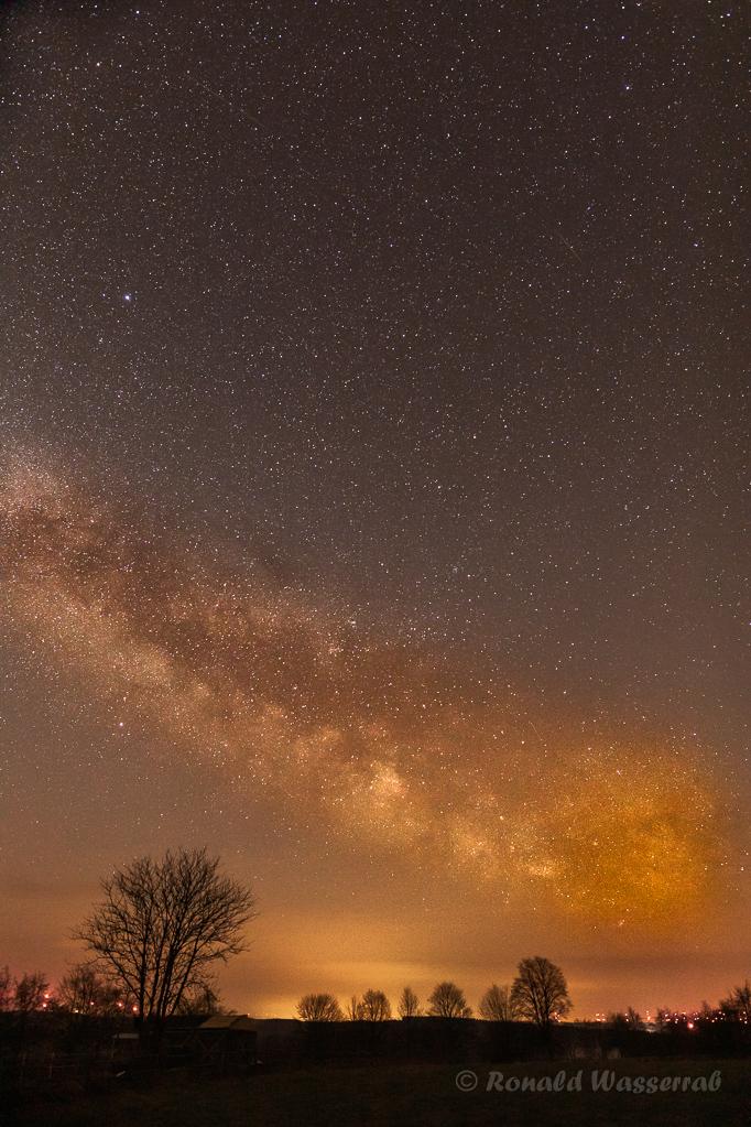 Milchstraße in der Eifel - 20 mm Vollformat, Blende 2.8, ISO 3200, 13 Sekunden Belichtungszeit