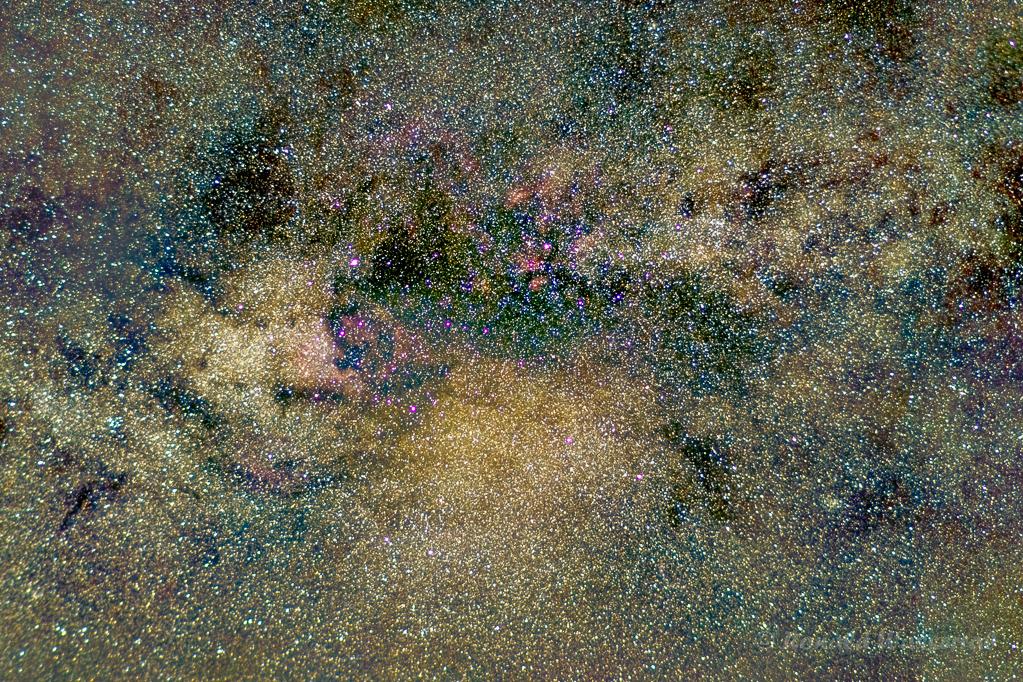 Nebel im Sternbild Schwan - Samyang 50 mm Vollformat, Blende 1.5, ISO 1600, 160 x 5 Sekunden Belichtungszeit