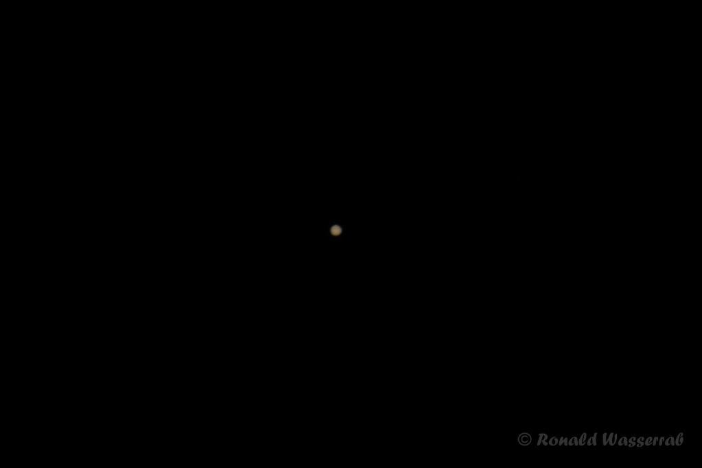 Jupiter- 400 mm Brennweite an Crop-Kamera = 640 mm, Blende 5.6, ISO 100, 1/100 Belichtungszeit (Ausschnitt)