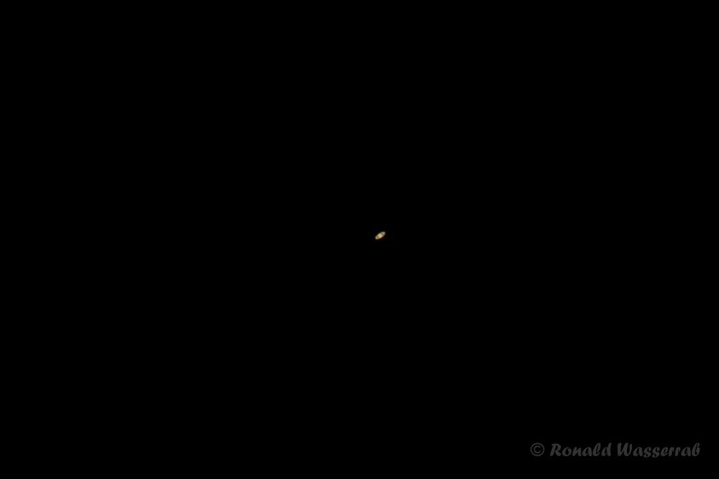 Saturn- 400 mm Brennweite an Crop-Kamera = 640 mm, Blende 5.6, ISO 100, 1/10 Belichtungszeit (Ausschnitt)
