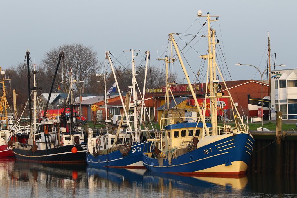Schiffe im Büsumer Hafen