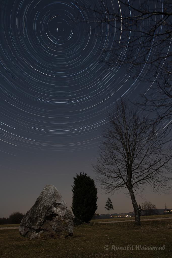 Findling mit Sternspuren an der Kottenborner Kapelle