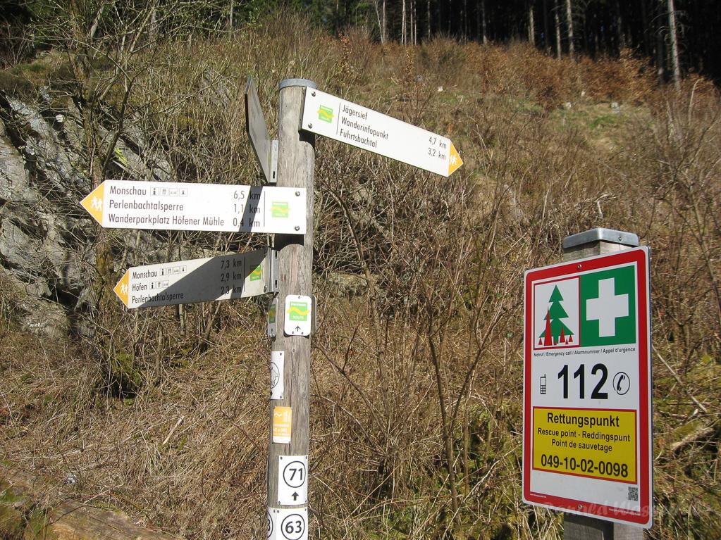 Wegweiser im Fuhrtsbach-und Perlenbachtal