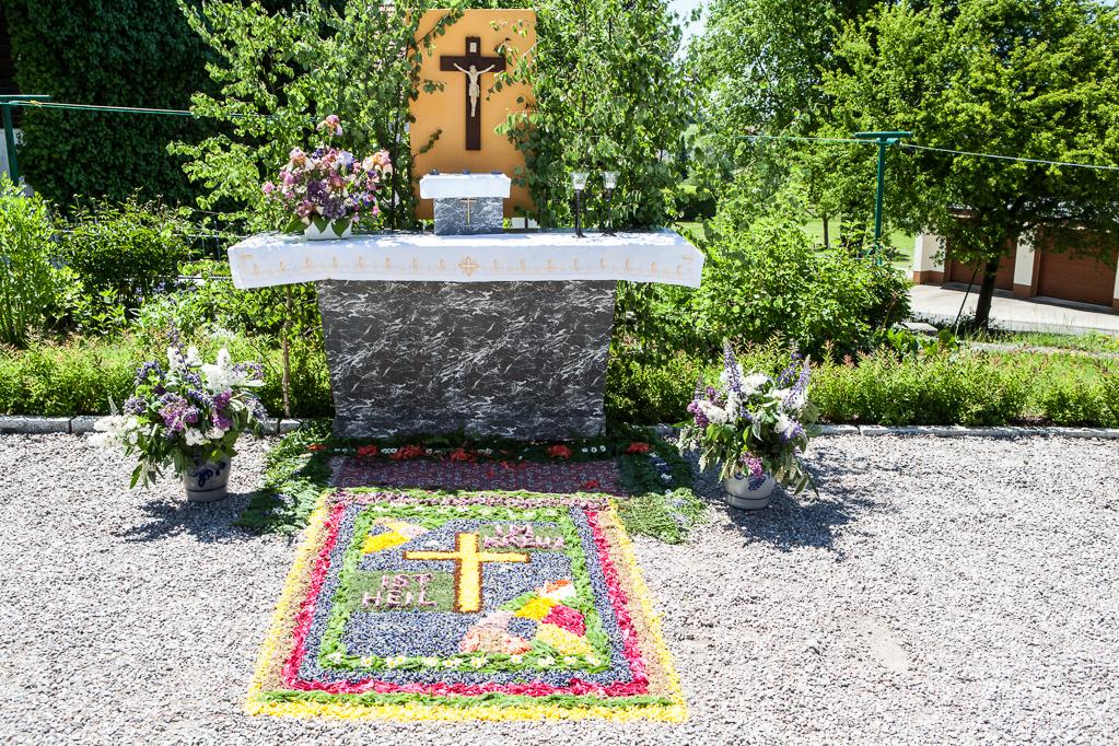 Altar gegenüber Schuhhaus Rogg