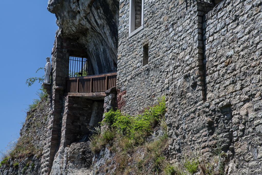 Isteiner Klotz mit Brücke von der St. Veits-Kapelle zum Brückenheiligen Nepomuck