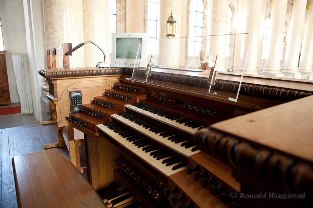 Der Spieltisch der Schwarz-Orgel im Dom zu St. Blasien