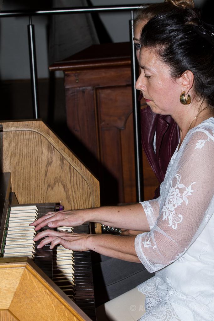 Franziska Rogg an der Orgel