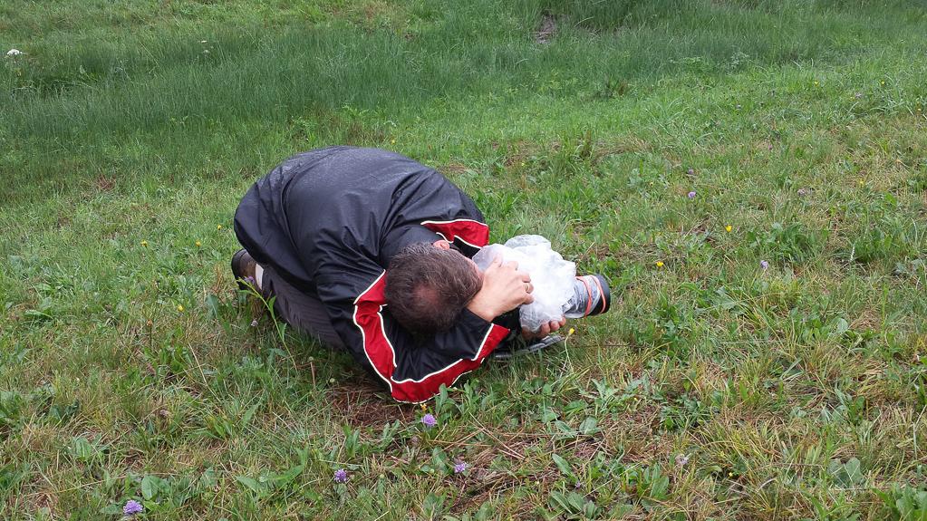 Gerd beim Fotografieren der Herbst-Drehwurz