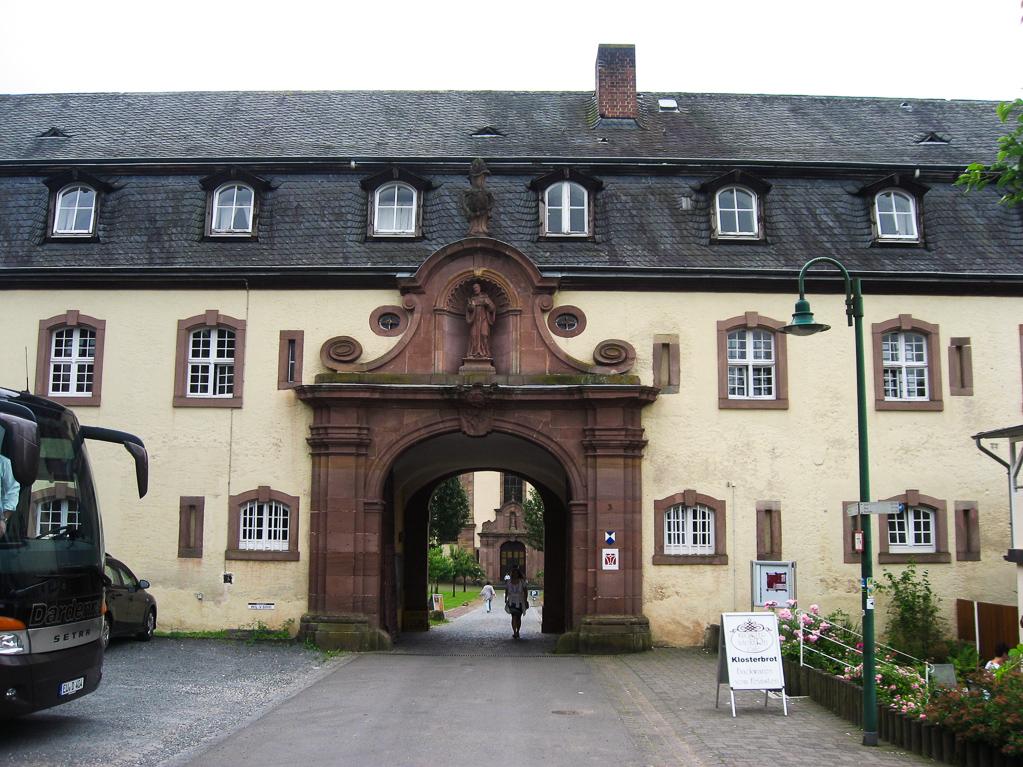 Der Eingang zur Abtei