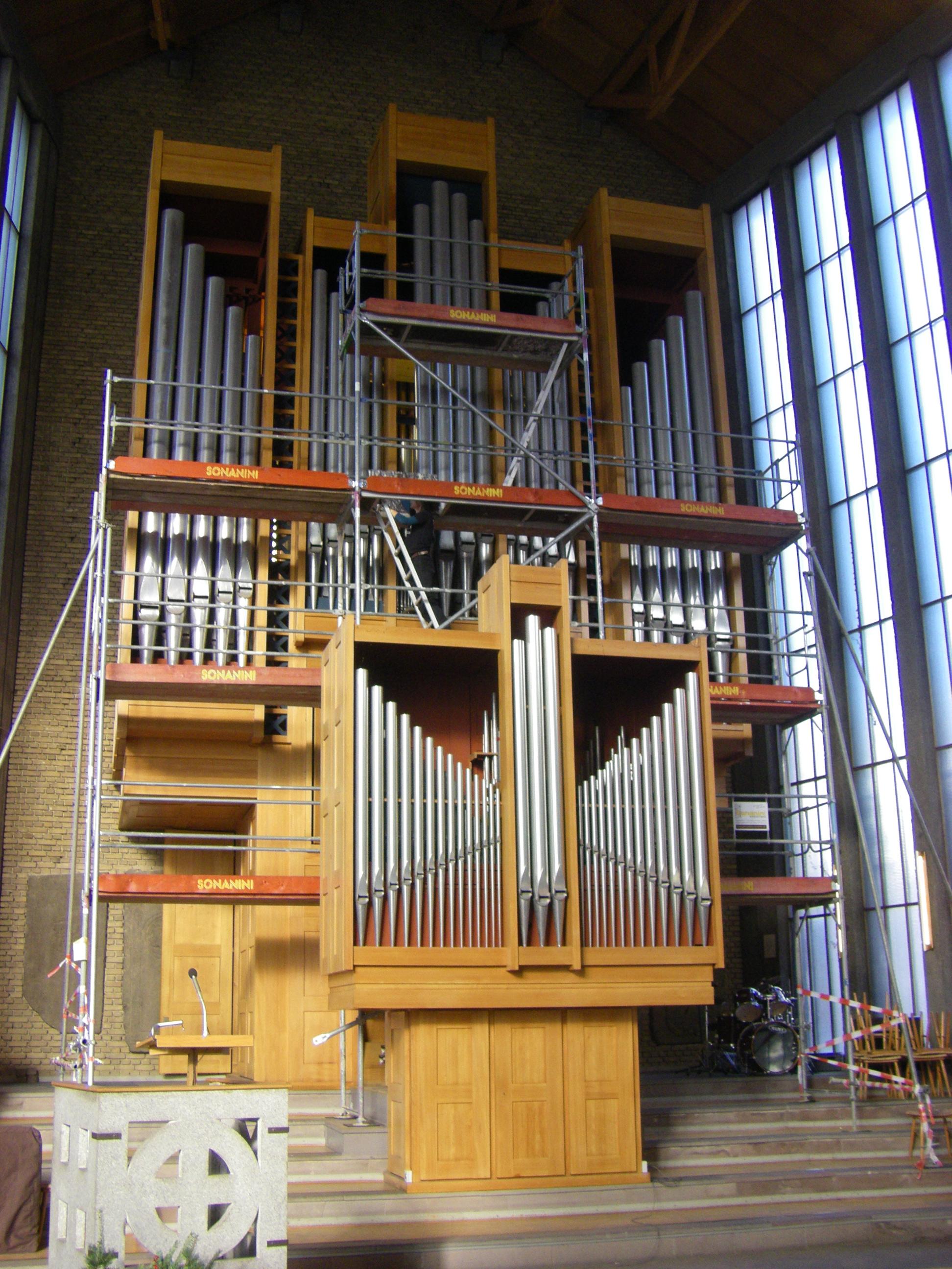 Eingerüstet und gesichert: Die Steinmeyer-Orgel
