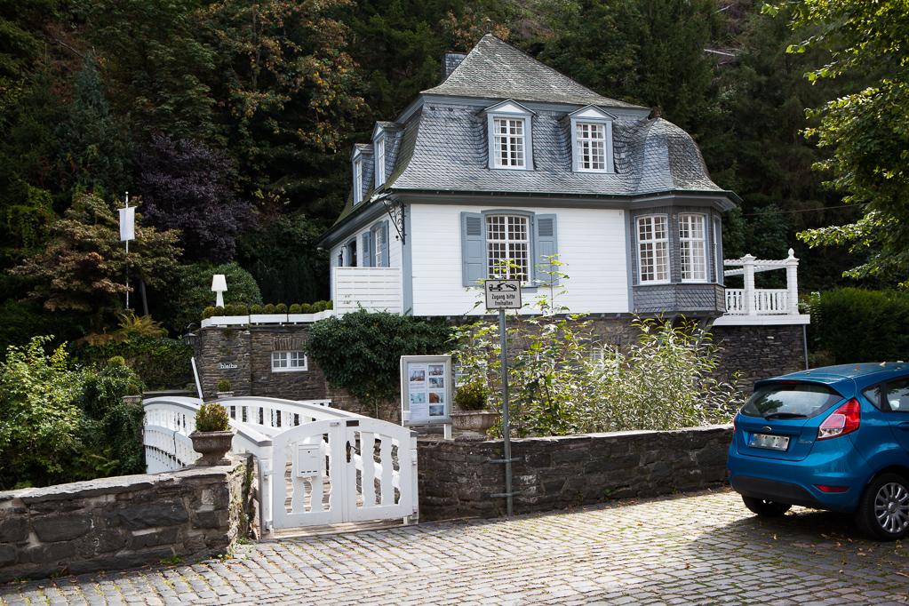 """Haus aus der ARD-Serie """"Die Eifelpraxis"""""""