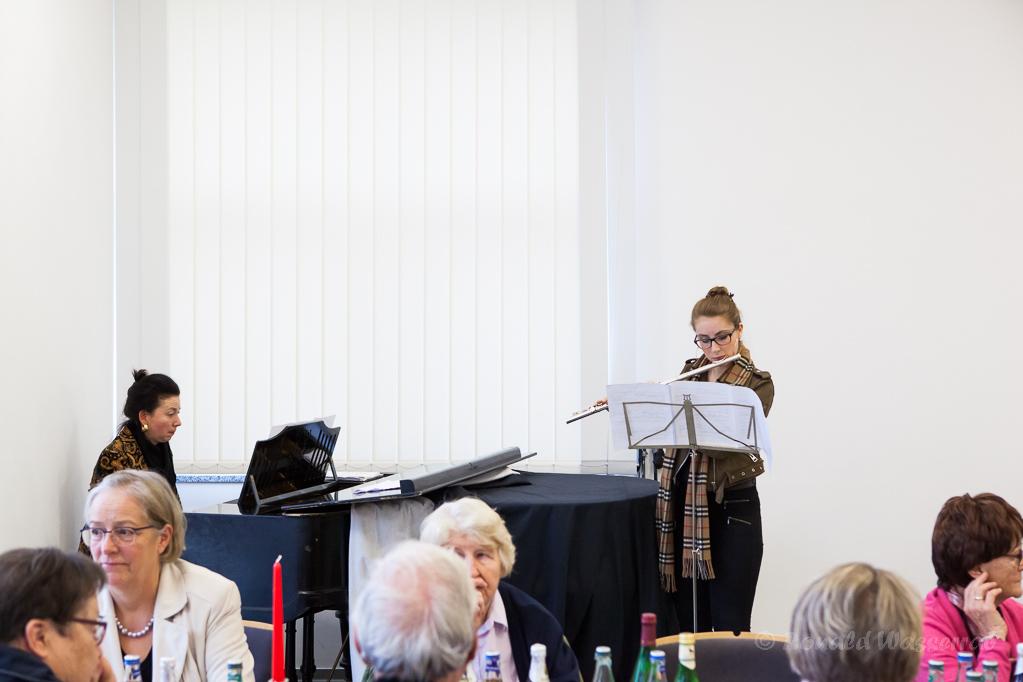 Franziska Rogg am Flügel und Sophia Liebwein an der Querflöte