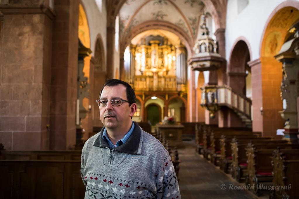 Andreas Warler in der Basilika des Klosters Steinfeld