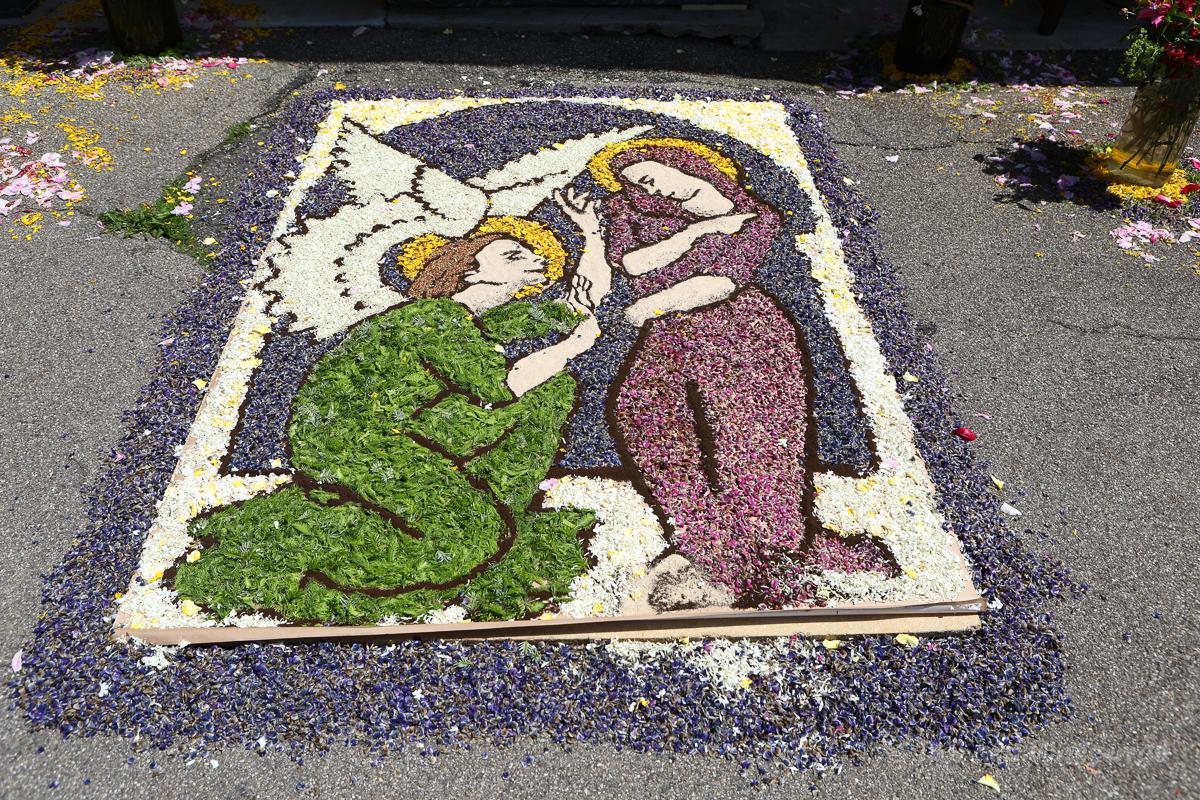 Blumen-Altar an der Pension Linde