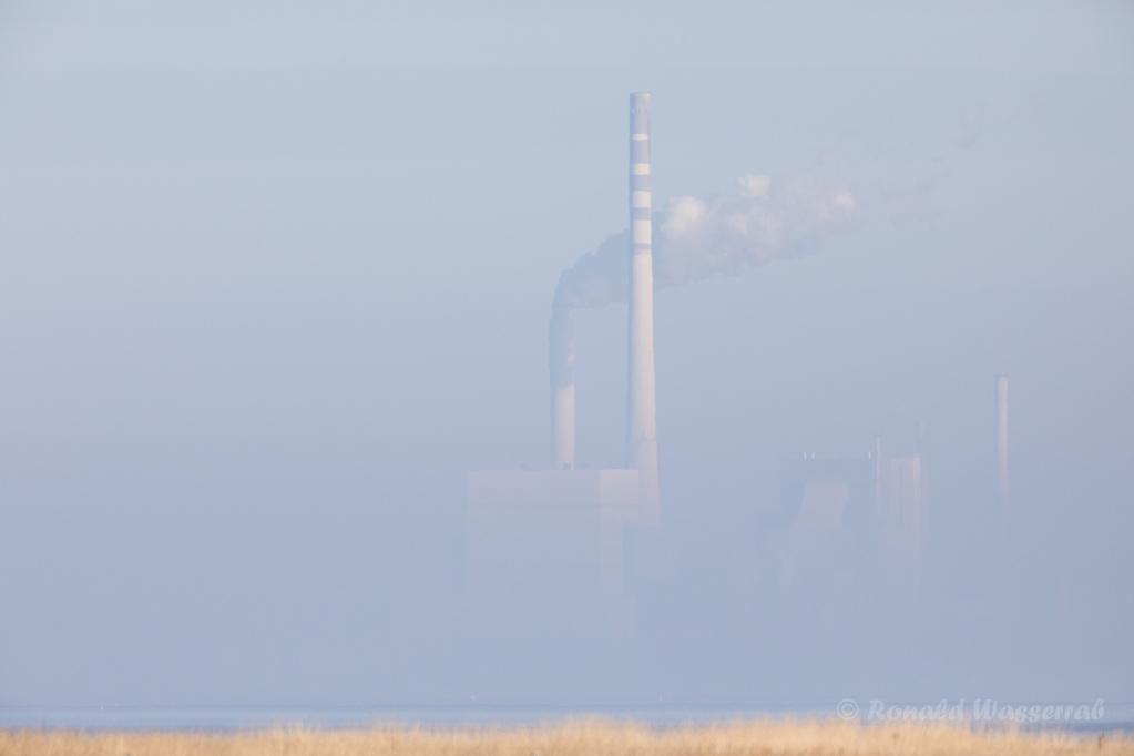 Kraftwerk Wilhelmshaven im Morgendunst