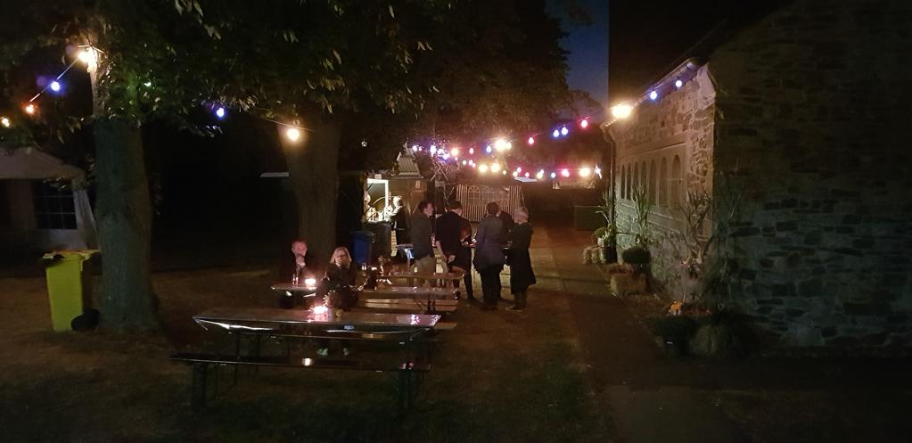 Samstagabend auf dem Pfarrfest Gey