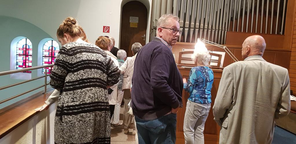 Großes Interesse an der Orgel