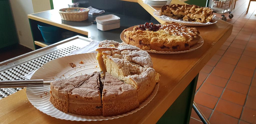 Die begehrten Kuchenspenden sind schnell aufgezehrt