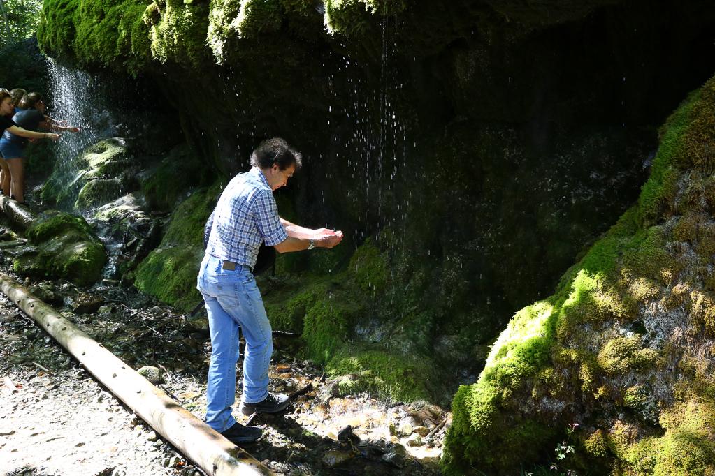Abkühlung am Wasserfall