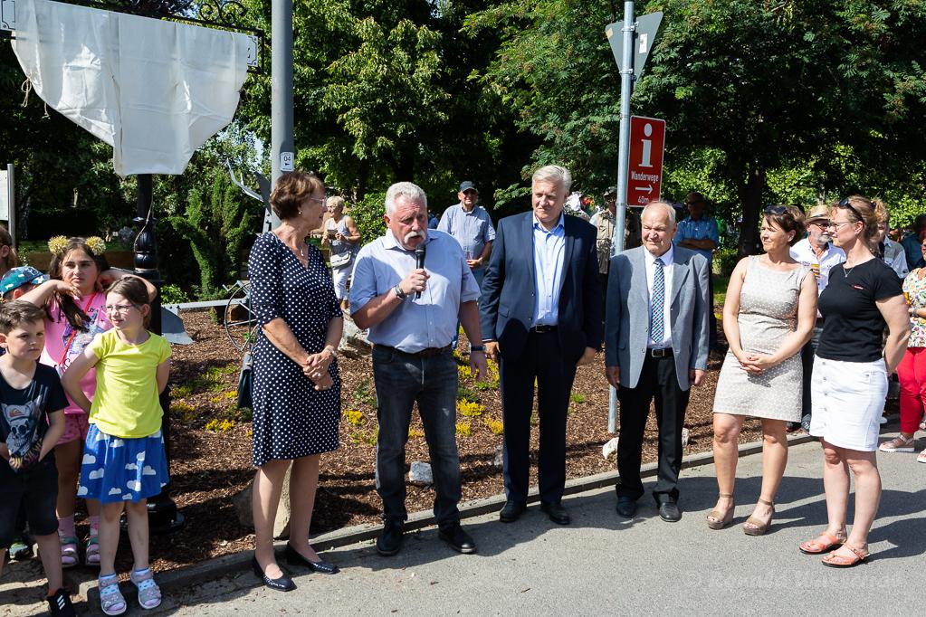 Paul Bolz kündigt die Enthüllung des Helmut-Rösseler-Platz-Schildes an