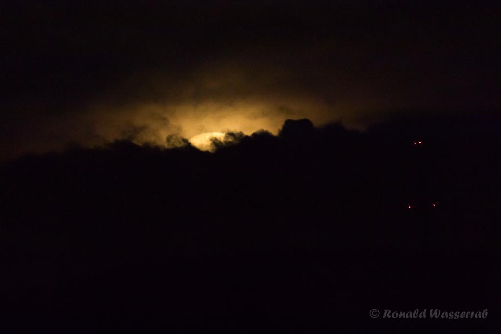 Pünktlich verdecken dicke Wolken den Supermond