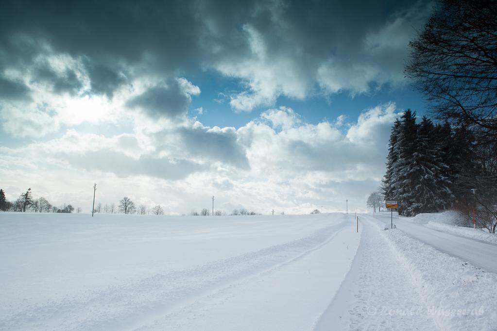 Verschneite Straße von Höchenschwand nach Heppenschwand