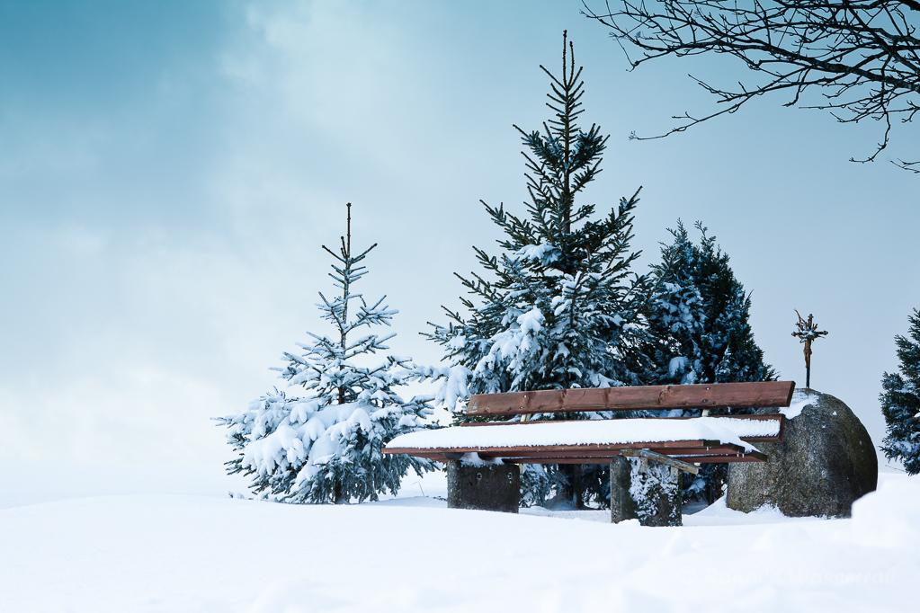 Weihnachtliche Impressionen - Ruhebank am Sonnenweg Höchenschwand