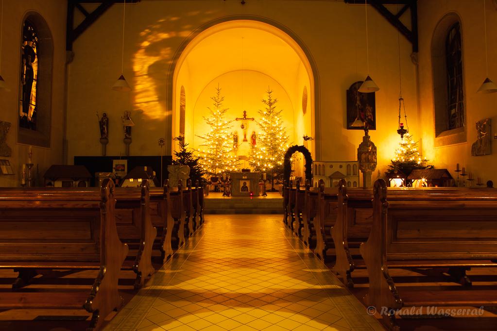 Weihnachtliche Impressionen - Die geschmückte Kirche St. Michael