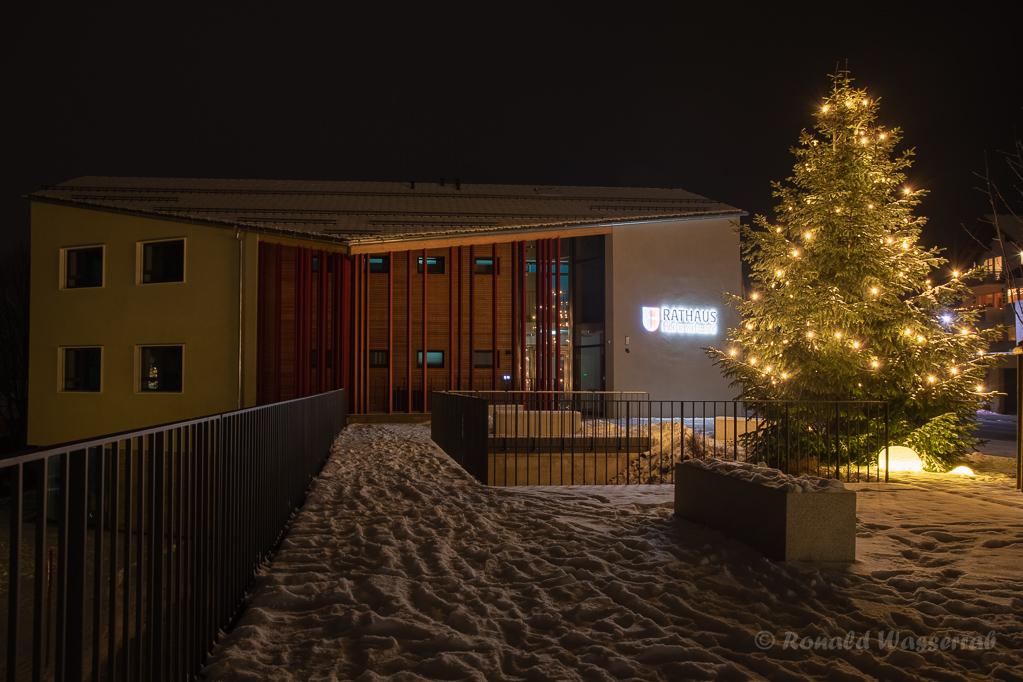 Weihnachtliche Impressionen - Das Rathaus von Höchenschwand
