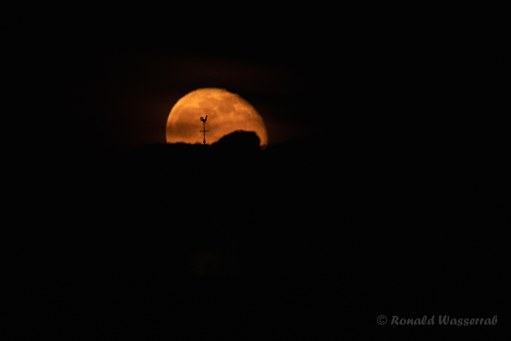 Der Wetterhahn im Mond
