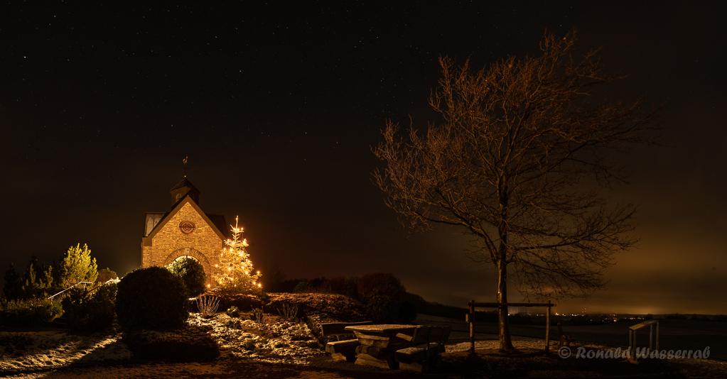 Panorama mit ein paar Gramm Schnee an der Hubertuskapelle