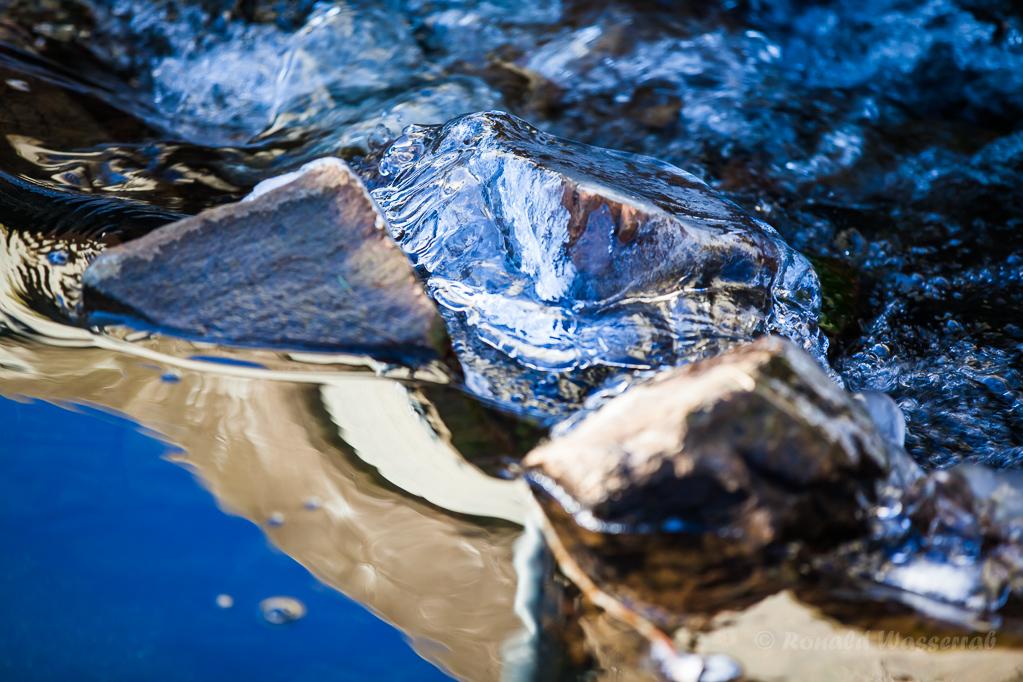 Eisüberzogene Steine