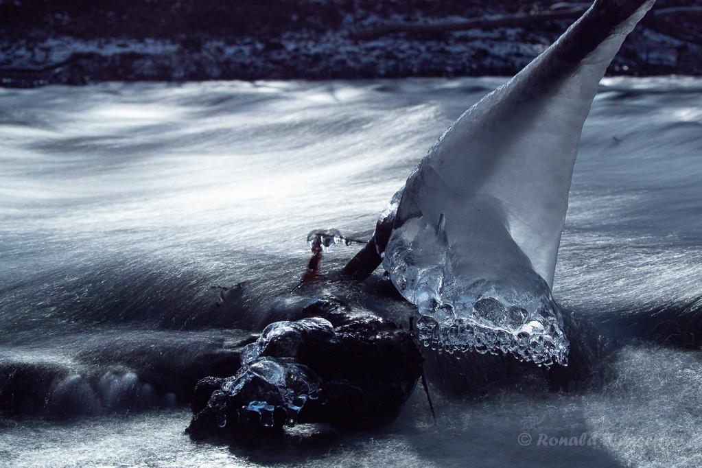 Eisformation in der Kall