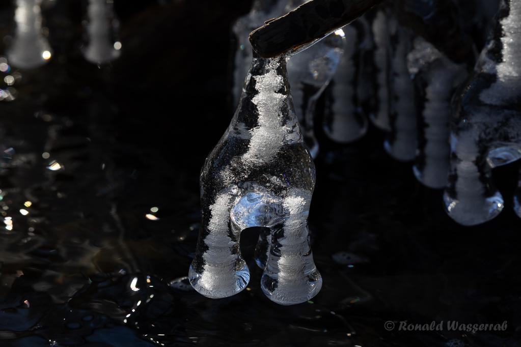 Eisformation mit eingeschlossenen Luftbläschen