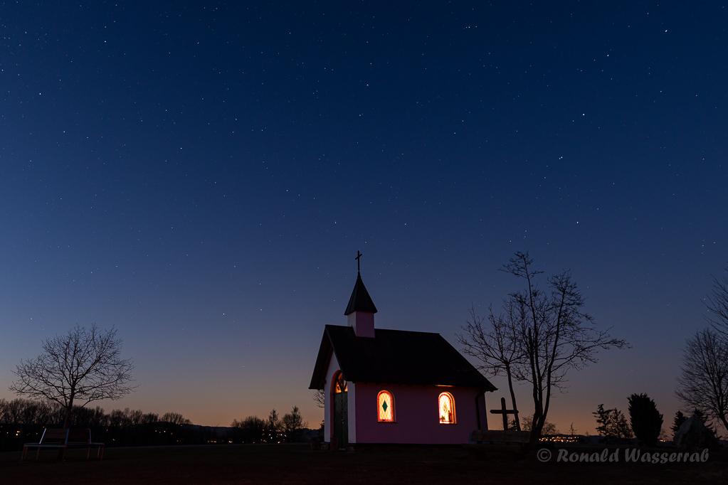 Kottenborner Kapelle am Abend