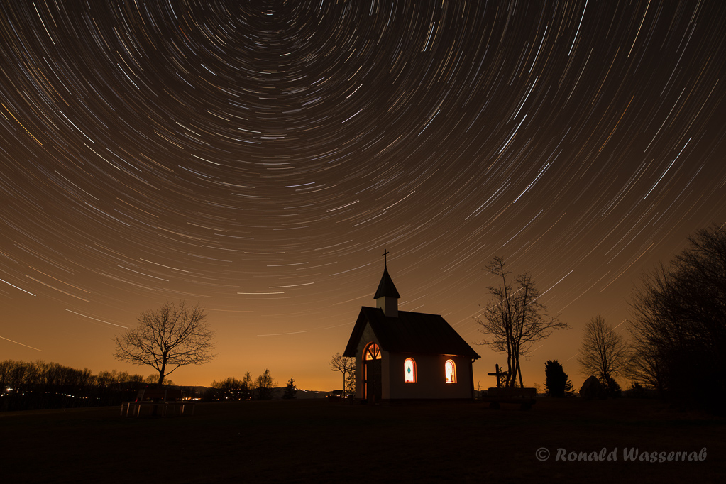 Sternspuren über der Kottenborner Kapelle