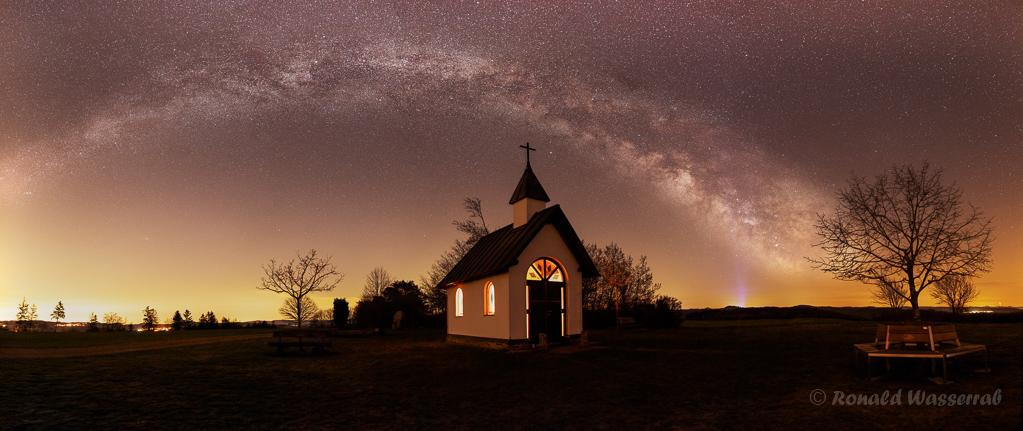 Milchstraße über dem Kapellchen