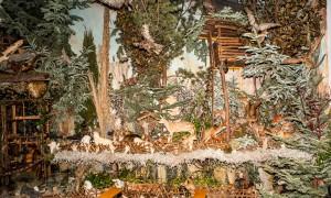 Hochsitz mit Tiergalerie in der Landschaftskrippe Höfen