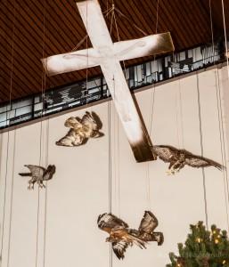 Greifvögel über der Landschaftskrippe Höfen