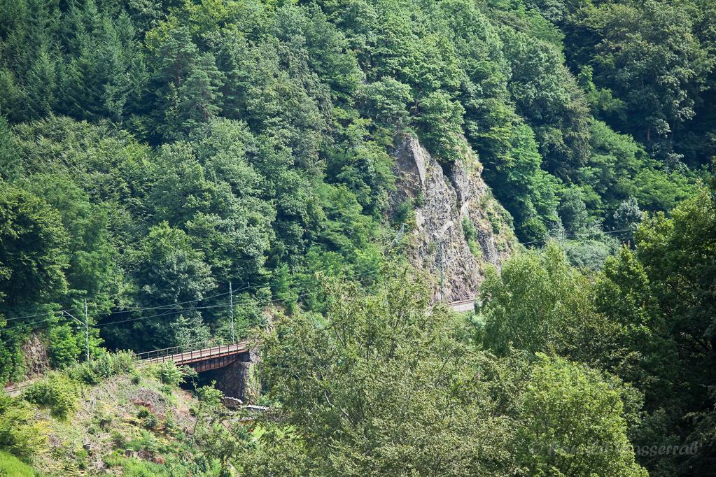 Wandern überm Himmelreich - Blick Richtung Hirschsprung mit Bahnstrecke vom Heuberg aus